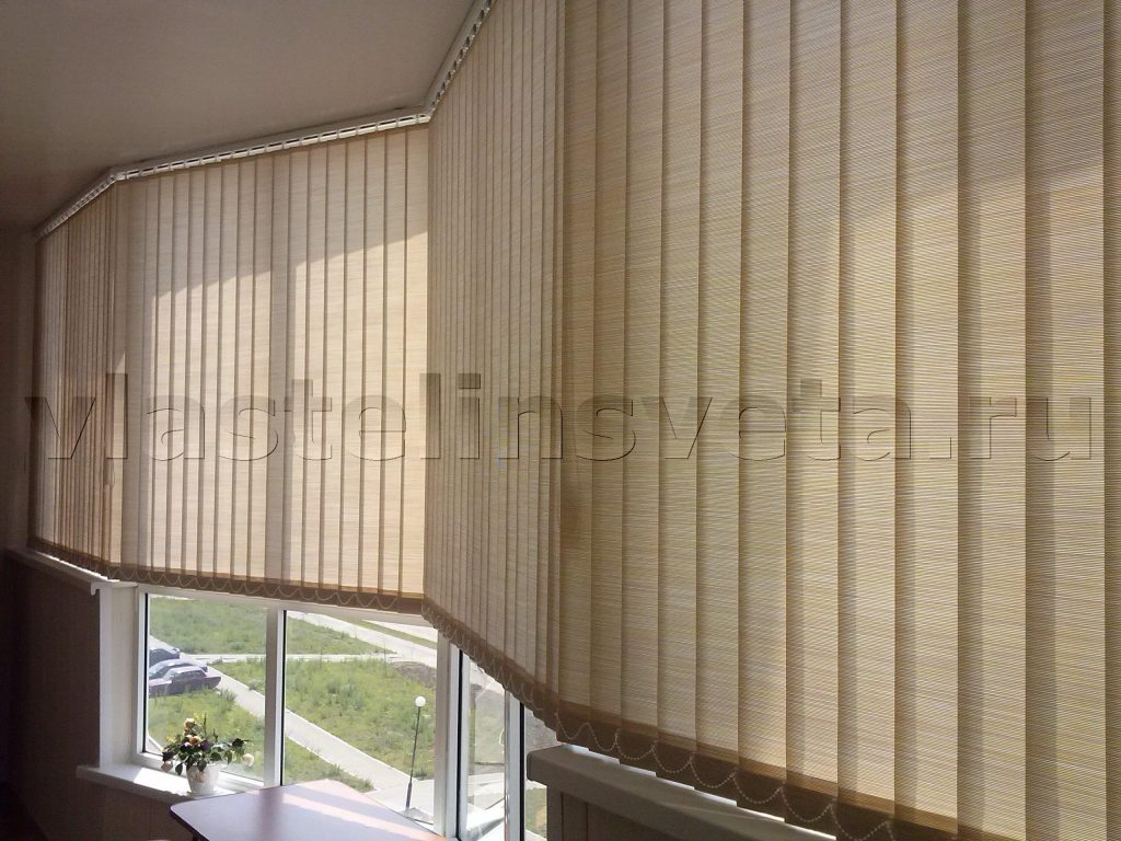 Жалюзи вертикальные на балконе оптима бежевый